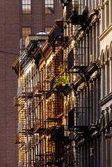 Feuertreppen an Hauswand, New York