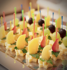 Canapes of cheese with fruits