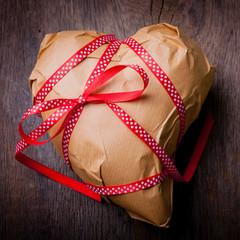 Von Herzen! Herz als Paket verpackt