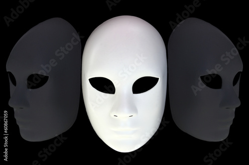 Papiers peints Carnaval White mask with reflection on black background