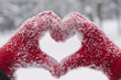 canvas print picture - Woman making heart symbol with snowy hands