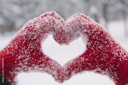 canvas print picture Woman making heart symbol with snowy hands