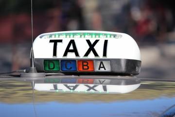 Enseigne de taxi ' libre ' : lampe allumée verte