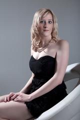 Hübsche blonde Frau mit Make Up