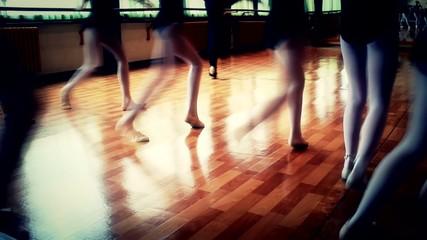 modern ballet little girls exercise