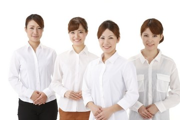 四人の若い女性