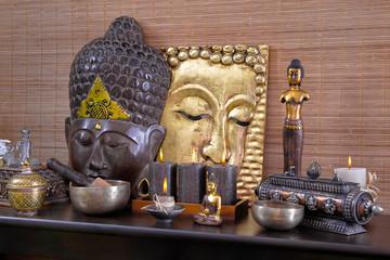 Asiatische Dekoration mit Buddha und Kerzen für Wellness