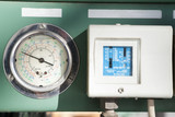 Industrial pressure gauge with control box