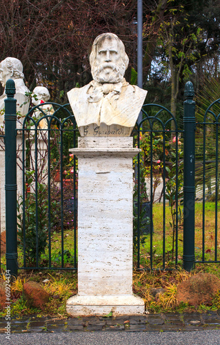 Half-length sculpture of Garibaldi