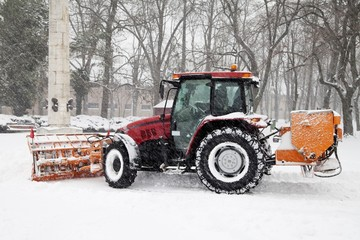 The tractor removal snow in park