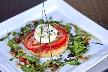 Tarte feuilletée à la tomate et au fromage de chèvre