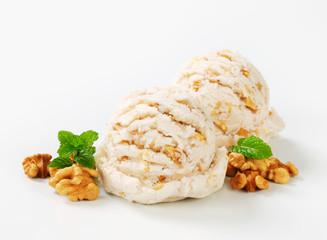 Walnut ice cream