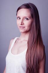 Portrait jeune femme long cheveux