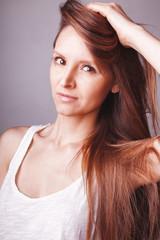 Jeune femme cheveux long