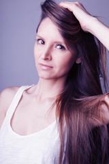 Visage jeune femme brune