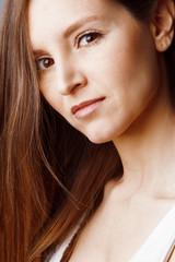 Visage douceur jeune femme brune