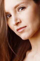Portrait jeune femme brune
