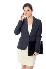 Junge Geschäftsfrau mit Mobiltelefon
