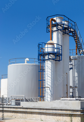 Fuel storage tanks in industry