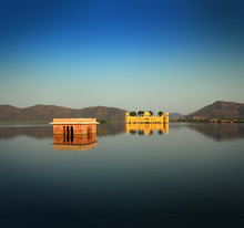 Jal Mahal - Palais sur le lac à Jaipur en Inde