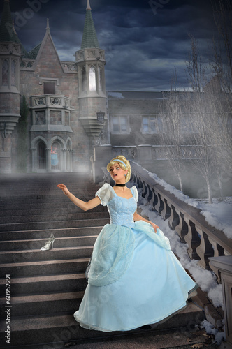 Plakat Young Princess Loosing Shoe on Stairs