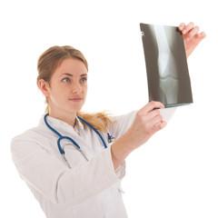 Dokter looking at x-ray