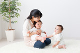 Fototapety asian babys and mother in the room
