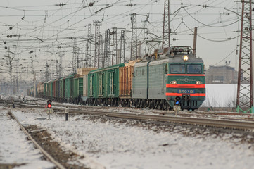 Electric locomotive pulls the product composition of winter