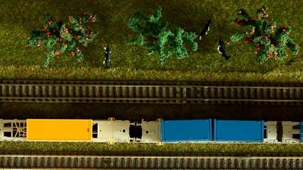 Personenzug und Gütertransport