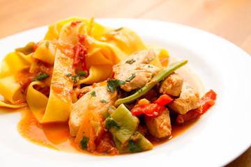Hühnerbrustfilet mit Pasta und Bohnen