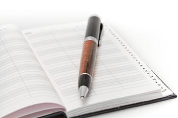 Фрагмент телефонной книги и ручка