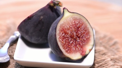 Fresh rotating Figs (loopable Full HD Video)