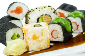 Sushi mit Ingwer und Wasabi