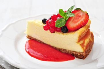 Cheesecake with fresh berries
