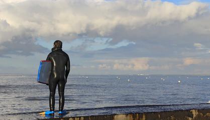 Surfeur avant le plongeon