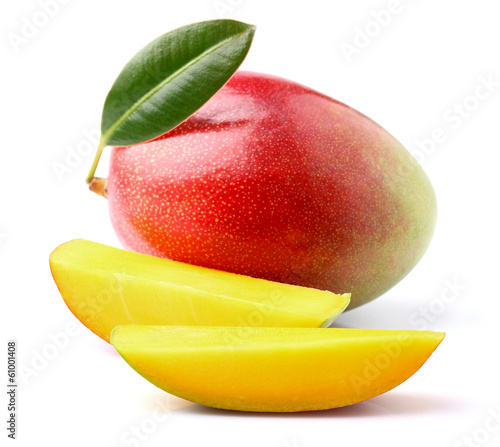 Ripe mango with slices