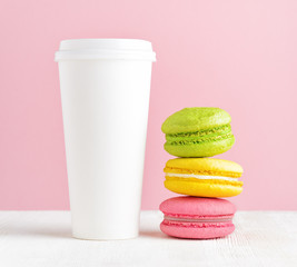 Macaron and tumbler of coffee © efired