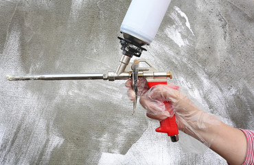 Polyurethane expanding foam glue gun applicator tool