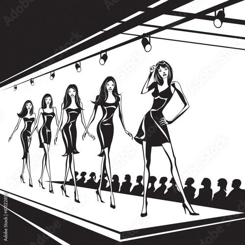 Fashion models represent new clothes - 61022855