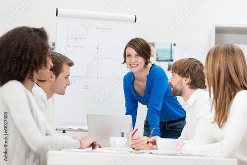 Leinwanddruck Bild junges business-team in einer besprechung