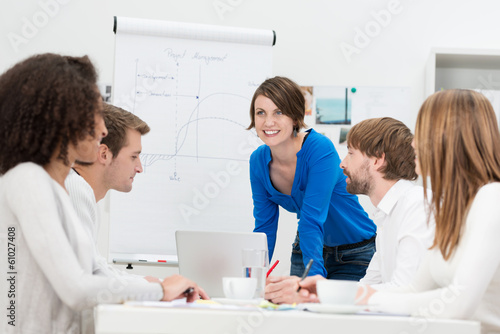 Leinwandbild Motiv junges business-team in einer besprechung