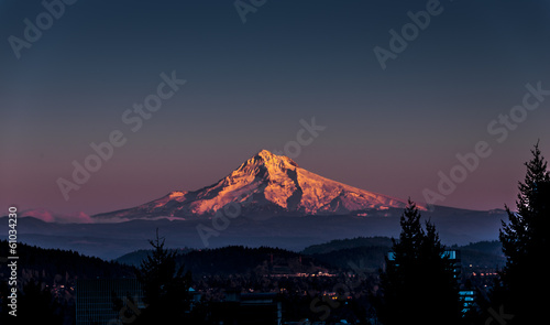 Fotobehang Vulkaan Mount Hood at Sunset