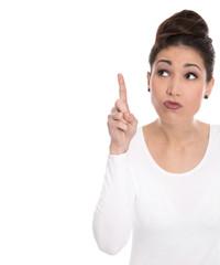 Frau isoliert mit Zeigefinger auf Weiß zum Text