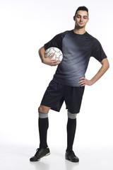 junger Fussballer Hand in der Hüfte
