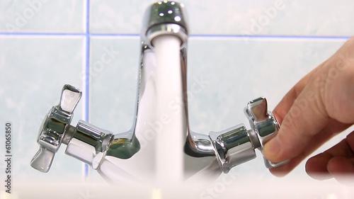 Постер, плакат: Домашняя техника Вода для человека в доме , холст на подрамнике
