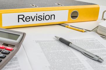 Aktenordner mit der Beschriftung Revision