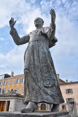 Lyon, estatua de Juan Pablo II, papas católicos, beatos