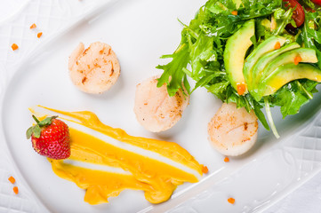 Warm salad with scallop