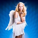Engel mit Kuss-Geste