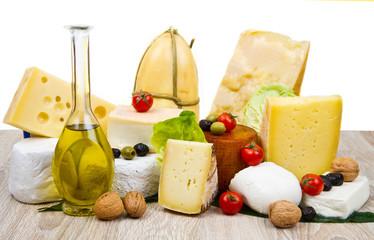 tagliere misto di formaggi freschi e stagionati